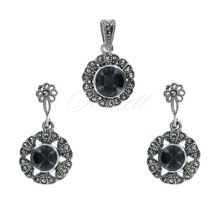 Silver (925) jewelry set (earrings and a pendant) onyx and marcasites