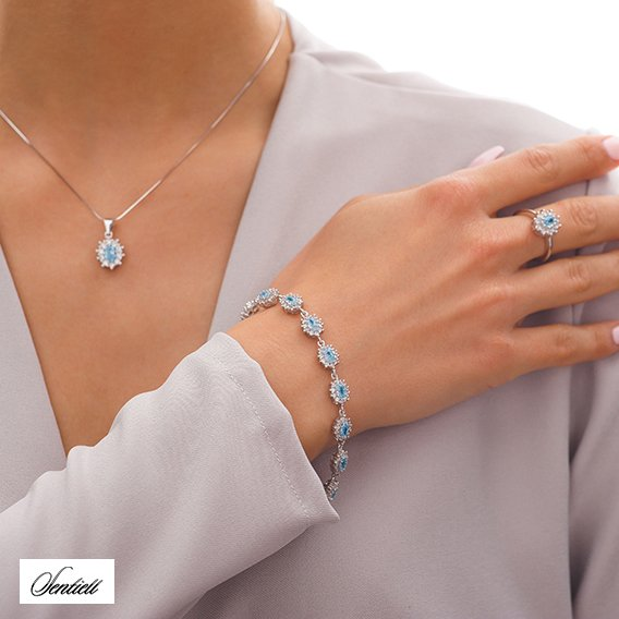 Silver (925) pendant aquamarine colored zirconia